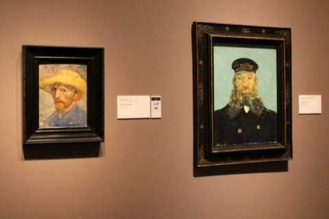 Auto-retrato (1887) e o Portrait of the Postman Joseph Roulin (1888), de Vincent Van Gogh