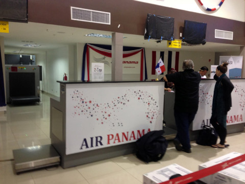 Abrindo o check-in da Air Panamá as 5 da matina