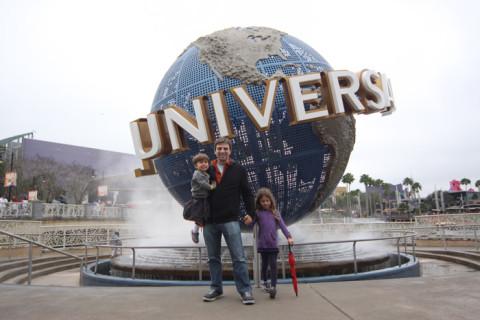 Julia, Eric e Gabe chegando no Universal Studios em Orlando