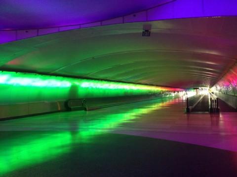 O túnel de luzes no Aeroporto de Detroit, Terminal McNamara