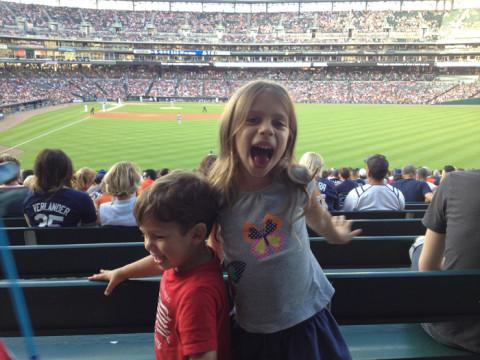 Primeiro jogo de baseball das crianças no Comerica Park, Detroit