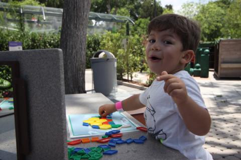 Eric adorou o tangram, não queria sair dali