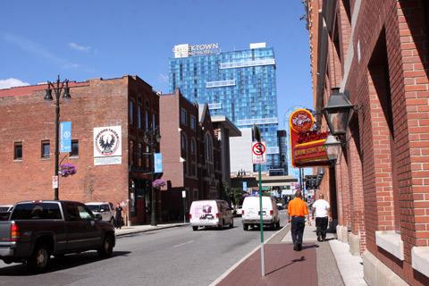 O Greektown Cassino e Hotel domina a área