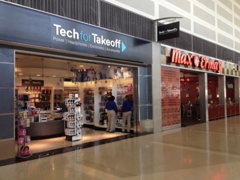 A loja Tech for Takeoff e o restaurante Max and Erma's