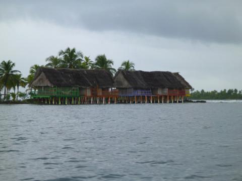 Cabanas do hotel Sapibenega em San Blás
