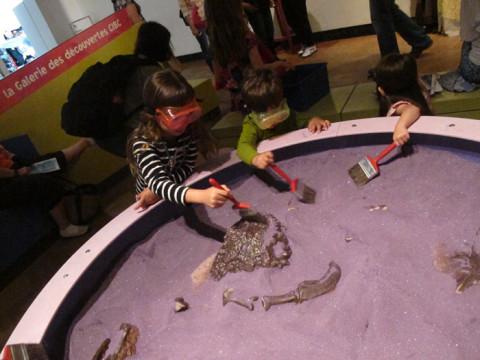 Pequenos arqueólogos no Royal Ontario Museum