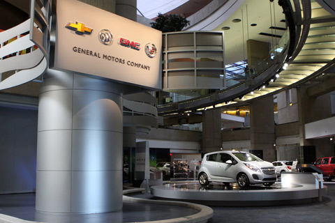 O Showroom da GM dentro do Renaissance Center