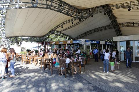 Praça de Alimentação no Morro da Urca