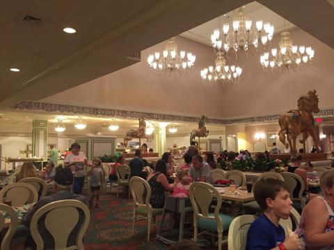 O salão do 1900 Park Fare no jantar