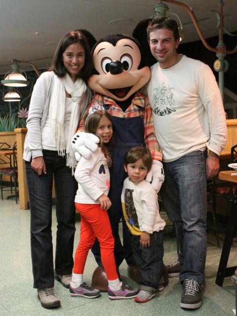 Nós com o Mickey no Garden Grill