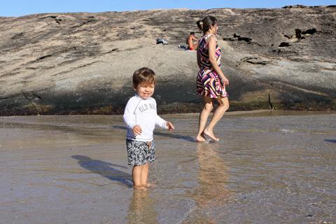 Molhando os pés na água super gelada!