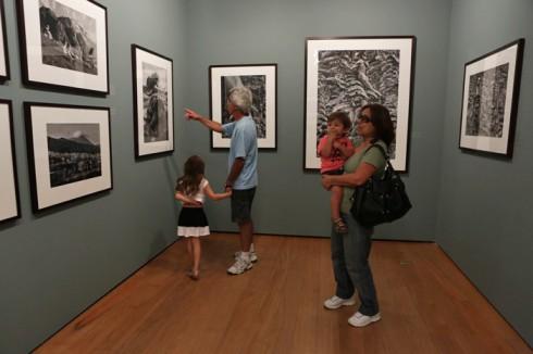Avós e netinhos gostaram das fotos de Sebastião Salgado