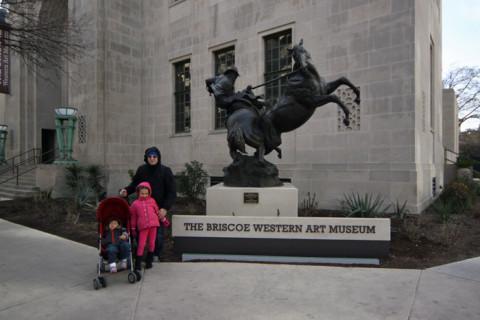 Família Misura posando com o cowboy (mas que frio!)