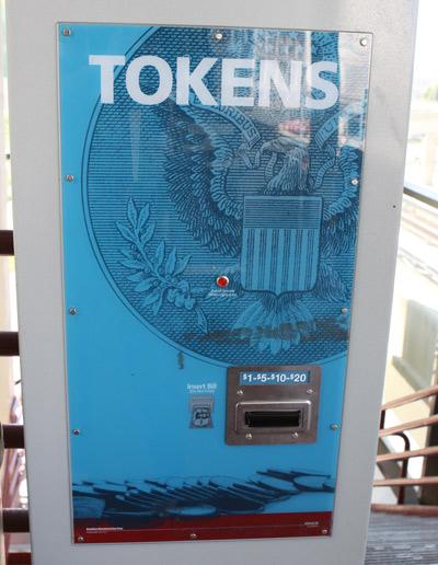 Máquina de tokens do People Mover, coloque o dinheiro para comprar