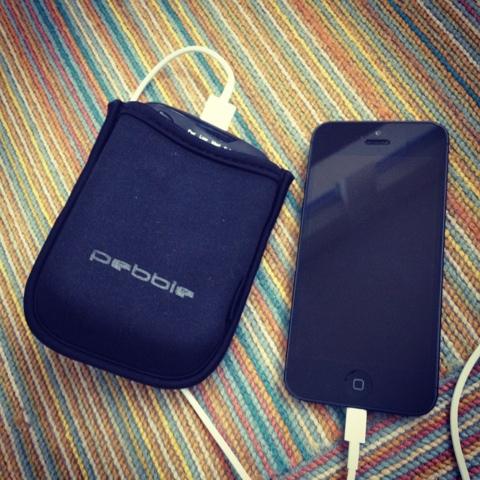 Dica de bateria extra portátil pra iphone, ipad e outros eletrônicos: Pebble