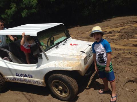 Olha a lamaceira no estacionamento da praia da Cacimba - claro que essa lama entrava no buggy