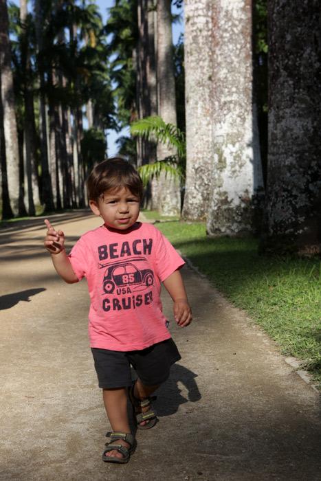 Eric gostou de correr por entre as palmeiras