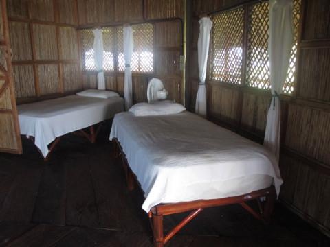 As duas camas de solteiro na nossa cabana
