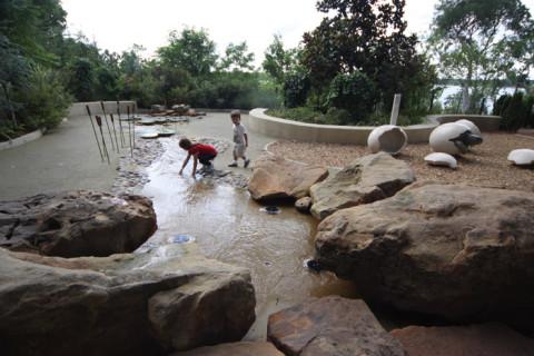 Uma das áreas molhadas no playground