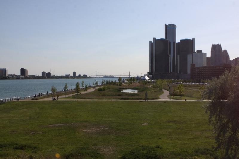 O que fazer em Detroit - os prédios de downtown Detroit e o riverfront