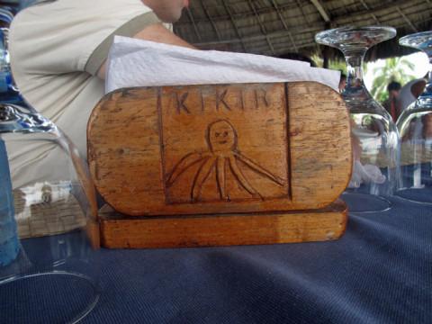 Cada dia o porta-guardanapos na nossa mesa tinha um bicho diferente, com seu nome escrito em Kuna
