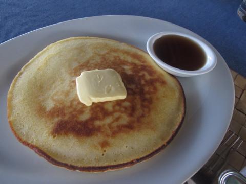 Panqueca com maple syrup pro café do último dia no Yandup Lodge