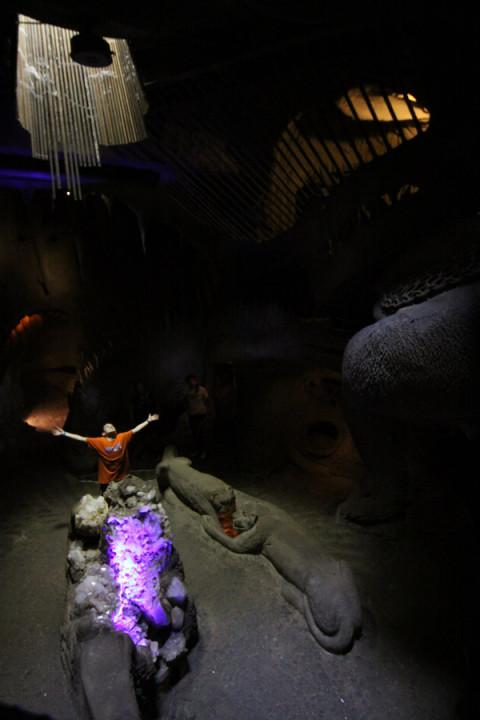 No vão do prédio, um pedaço das cavernas e alguém que gostou da iluminação do lugar :-)