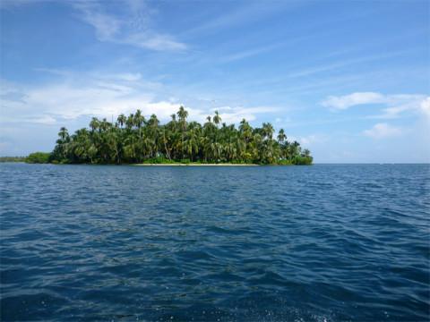No caminho, várias ilhas como essa, desertas