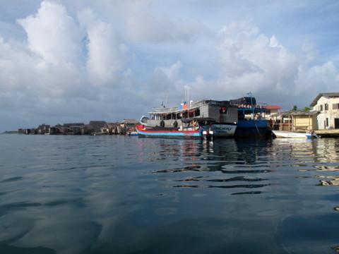 Chegando ao pequeno ancoradouro da comunidade Kuna de Ukupseni
