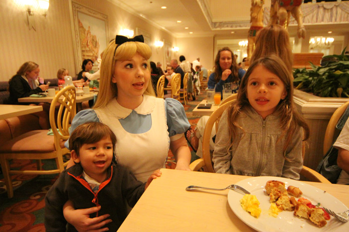 Café da manhã com personagens da Disney no 1900 Park Fare
