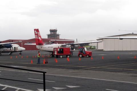 Aeroporto fechado por causa da neblina, nosso avião esperando