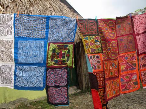 Molas tradicionais e modernas na comunidade Kuna de Playón Chico