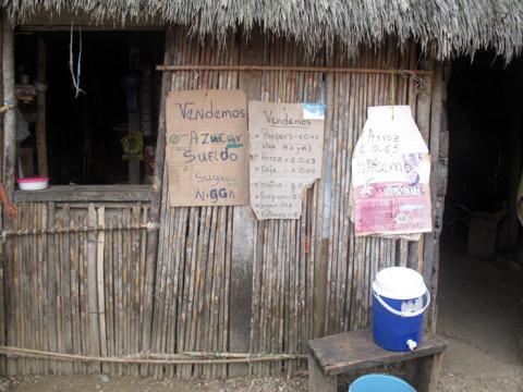 Uma vendinha na comunidade Kuna de Playón Chico
