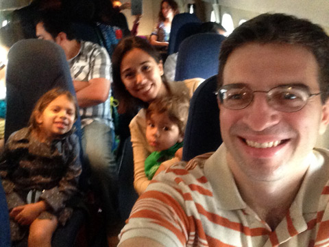 Nós no avião da Air Panamá para Playón Chico, em San Blás