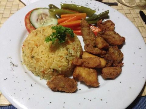 O prato do Gabe e das crianças com frango