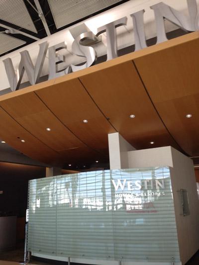 O Hotel Westin, 4 estrelas, dentro do aeroporto de Detroit