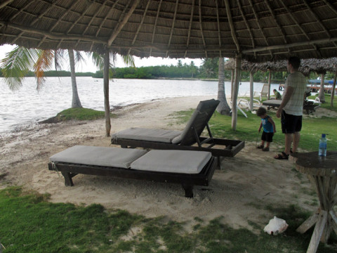 Pra quem não quer ir nos passeios, pode relaxar na prainha da ilha mesmo