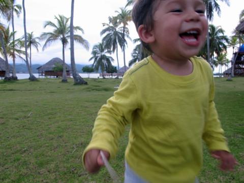 Eric correndo e fugindo da foto