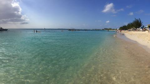 7 mile beach em Grand Cayman, na hora que a gente estava saindo! Maldade!