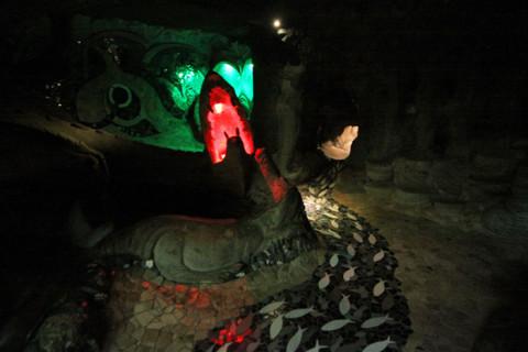 Dentro das cavernas do City Museum