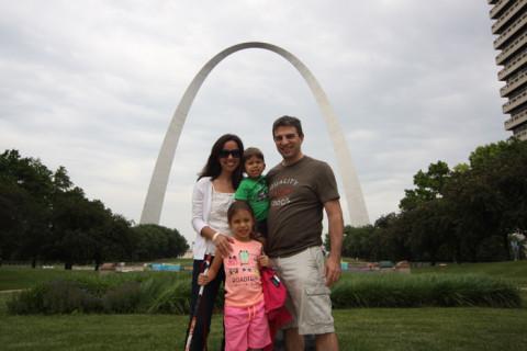 Foto de família no Gateway Arch em St Louis