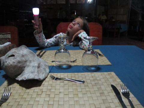 Julia adorou usar a sua lanterna