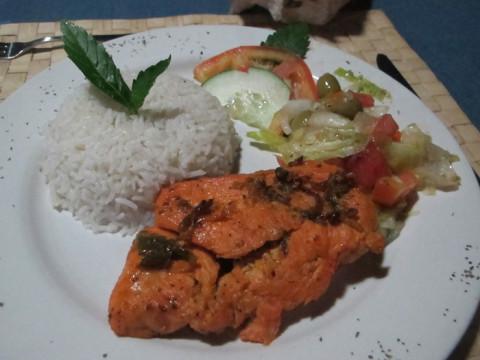 Frango, arroz com côco e salada