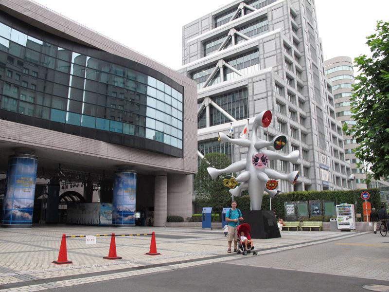 Chuva em Tóquio e um playground fechado pras crianças