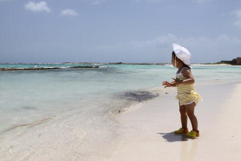 Julia em Aruba, na Baby Beach