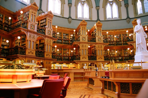 Biblioteca do Parlamento, foto de Alejandro Erickson sob licença Creative Commons 2.5
