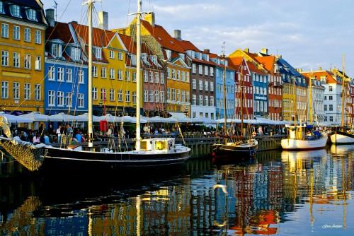 Nyhavn em Copenhagen. Foto de GuoJunjun
