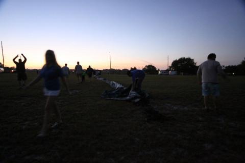 Abrindo os balões e o sol nascendo
