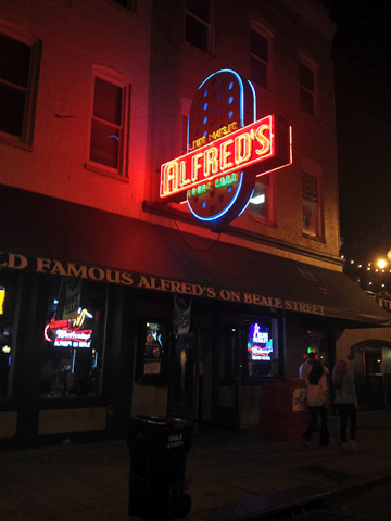 Entrada do Alfred's on Beale Street