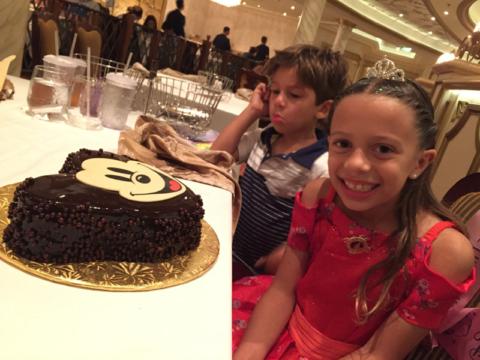 Comemorando o aniversário da Julia no Disney Fantasy